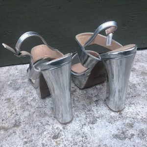 Qupid Shoes - 3/$25 Quipid Silver Strappy Sandal Pumps Size 7